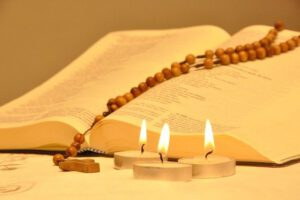 biblia-pismo-święte-różaniec