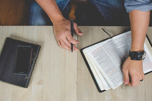 biblia-pismo-swiete-saletyni